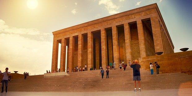 Atatürk'ün Ebedi İstirahatgahı: İnşasından Barındırdığı Simgelere Adım Adım Anıtkabir